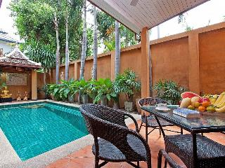 Sunny Villa in Jomtien Beach with Internet Access, sleeps 10 - Jomtien Beach vacation rentals