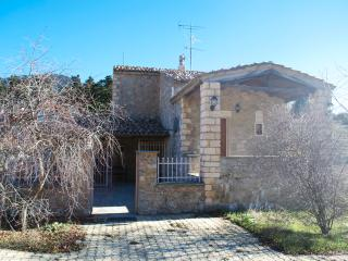Comfortable House with Dishwasher and Alarm Clock - Arachova vacation rentals