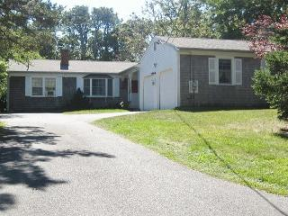 Brewster 3 bedroom, 2.5 bath less than 1 mile to Linel Landing Beach! - Sandwich vacation rentals