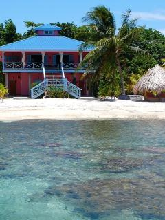 Nice House with Deck and Internet Access in Roatan - Roatan vacation rentals