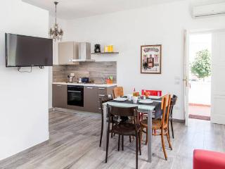 Bright and spacious 2 minutes from the beach - Sorrento vacation rentals