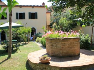 la Pervinca, camera matrimoniale con bagno - Pienza vacation rentals