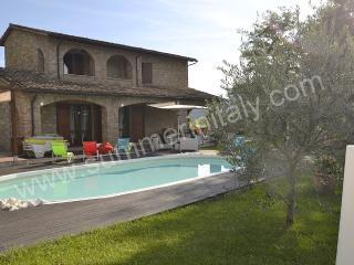 4 bedroom House with Deck in Valtopina - Valtopina vacation rentals