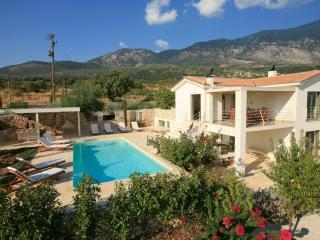 Ideales Resort villa Linatela - Trapezaki vacation rentals