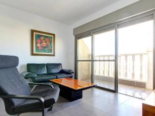 Brand New Central 2BD apartment w/Private parking. - Jerusalem vacation rentals