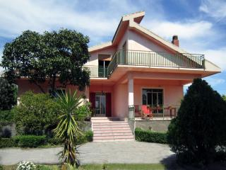 Charming 3 bedroom Villa in Linguaglossa - Linguaglossa vacation rentals