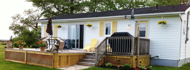 A gem in beautiful Greenwich, PEI.  Great water views and near beach. Large quiet and peaceful yard - Greenwich Moonlight Bay Cottage -Waterview Luxury - Prince Edward Island - rentals