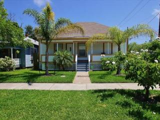 Charming coastal cottage in great location near beach & many attractions. - Galveston Island vacation rentals