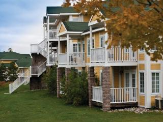 Horseshoe Valley condo, just one hour north of Toronto - Lake Simcoe vacation rentals