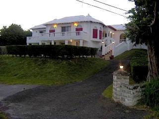 RIDDELL'S BAY MANOR - Warwick vacation rentals