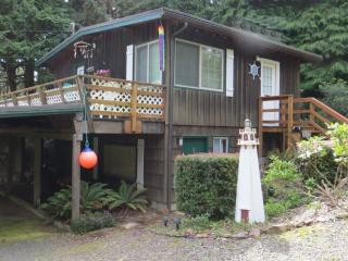 Beachcomber Bungalow - Listen to the Surf. - Florence vacation rentals