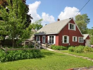 Quiet and family friendly 4 bedroom home - Rochester vacation rentals