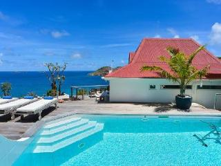 Aventura Villa is private and spacious with a terrace and heated jacuzzi - Flamands vacation rentals