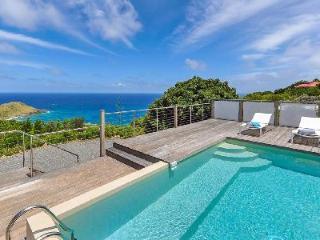 Villa La Magnifica has a fantastic terrace with ocean view and alfresco dining - Saint Barthelemy vacation rentals