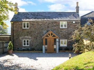 PRIORY COTTAGE, luxurious, detached, quality furnishings, private lawned garden with patio, in Saundersfoot, Ref 915079 - Saundersfoot vacation rentals