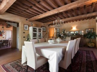 Charming Villa with Deck and Dishwasher in Lucca - Lucca vacation rentals