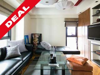 ROCKWELL MODERN ASIAN 1BR APARTMENT w/ PARKING - Makati vacation rentals
