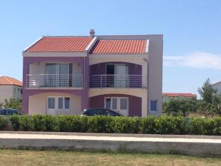 "Studio apartment ""Linda"" near the center - Vir vacation rentals"