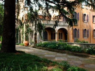 Bright 4 bedroom Turin Castle with Internet Access - Turin vacation rentals