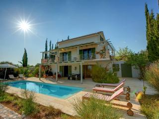 Ideales Resort villa Asterias - Trapezaki vacation rentals