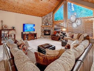Stunning 5BD Mountain Home! 4.5 acres|Chef's Kitchen*Hot Tub*Game Room|Slps17 - Cle Elum vacation rentals