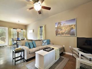 3BR/2.5BA Home Between Lake Austin and Lake Travis w/Pool &Hot Tub, Sleeps 14 - Buffalo Gap vacation rentals