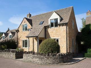 Bright 2 bedroom House in Stow-on-the-Wold - Stow-on-the-Wold vacation rentals