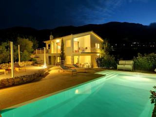 Ideales Resort villa Xteni - Trapezaki vacation rentals