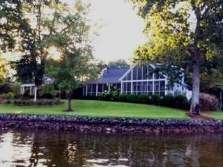 Enjoy Our Point of View at Lake Wylie - South Carolina Lakes & Blackwater Rivers vacation rentals