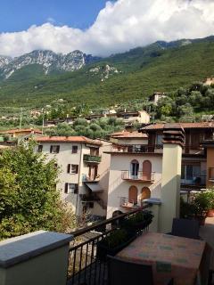 Bilocale con grande terrazzo vista lago - Brenzone vacation rentals