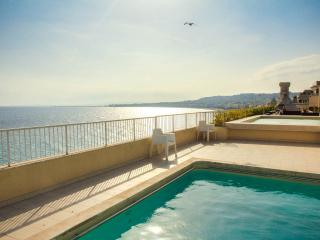 Beach front apartment rental with pool access on the Promenade in Nice - Nice vacation rentals