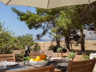 Casa Sara, Cozy Cottage With Garden Near The Beach - Castelluzzo vacation rentals