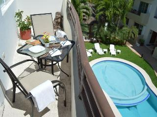 NICE PH 2 BDRM, BOOK 6 NIGHTS GET THE 7th FREE! - Playa del Carmen vacation rentals