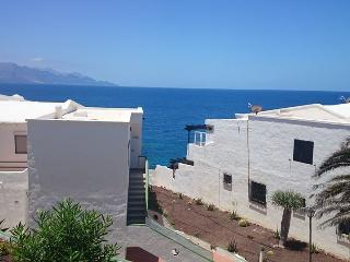 JUST 50 M. FROM THE SEA: BUNGALOW NEARBY BEACH - Galdar vacation rentals