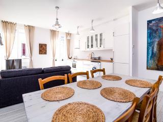 Comfortable 3 bedroom Condo in Blaye - Blaye vacation rentals