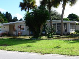 Garden Home withTwo bedrooms + bonus Florida Room - Nokomis vacation rentals
