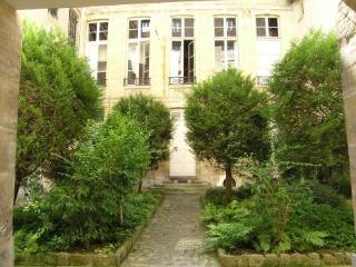 Central 2 Bedroom Paris Apartment in Marais - Paris vacation rentals