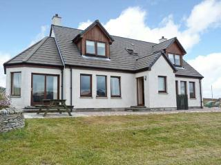 BEN LOYAL VIEW, detached, 3 en-suite bedrooms, pet-friendly, WiFi, near Tongue, Ref 22502 - Caithness and Sutherland vacation rentals