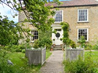 MANOR FARM, Georgian house, open fires, Aga, spacious period property in Hutton Buscel, Scarborough Ref 916998 - Wykeham vacation rentals