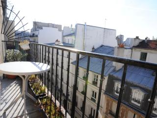Parisian Studio Apartment with a Balcony - Paris vacation rentals