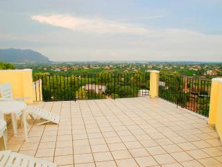 Beautiful Villa with A/C and Satellite Or Cable TV - Pedreguer vacation rentals