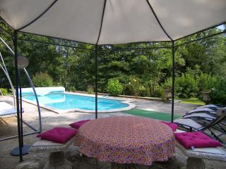 Poppy Cottage at Le Moulin du Pont Charraud - Confolens vacation rentals