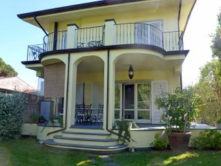 Stylish villa with garden - Forte dei Marmi - Forte Dei Marmi vacation rentals