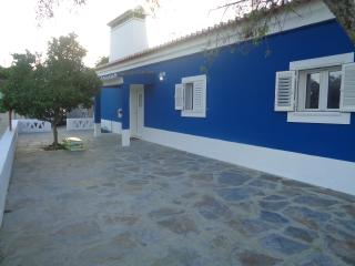 Comfortable 3 bedroom Alandroal House with Internet Access - Alandroal vacation rentals