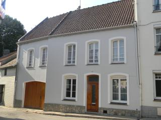Montreuil-sur-Mer Holiday Home in town center - Montreuil-sur-Mer vacation rentals