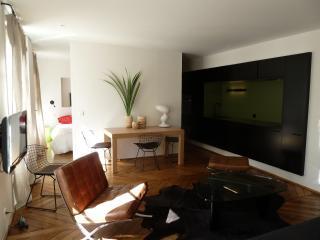 04 SAINTONGE Peacefull Haven in heart of paris - Paris vacation rentals