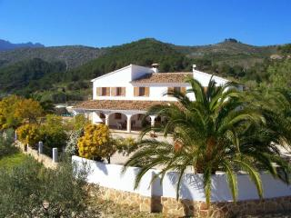 Summer rental of a large rustic villa situated between Calpe and Benissa. (sleeps 8 people) - Calpe vacation rentals