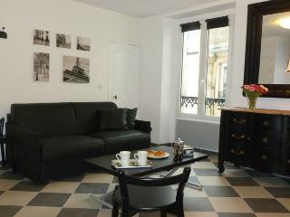 parisbeapartofit - Invalides Rue Malar (1349) - Paris vacation rentals