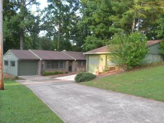 Thompson's Cozy Lake House, *Hot Tub* Covered Dock - Gainesville vacation rentals
