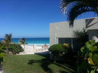 """Large luxurious Beachfront Villa that accommodate - Cancun vacation rentals"